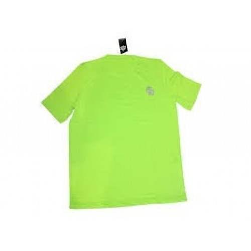 Homem de roupa amarela camisa remo BB